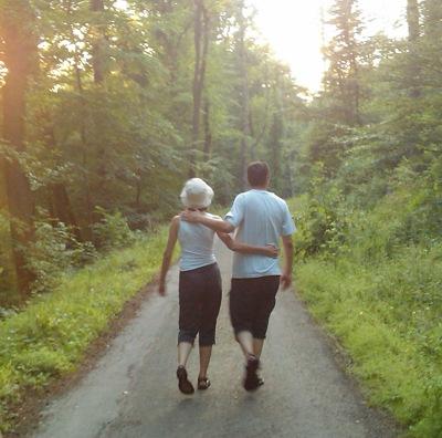Mama und Papa im Wald