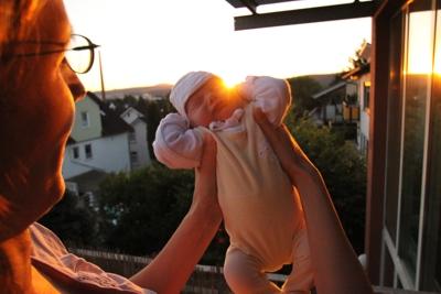 Mit Mama auf dem Balkon