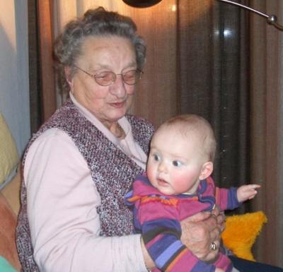 Auf Oma Erna sitzt es sich besonders schön.