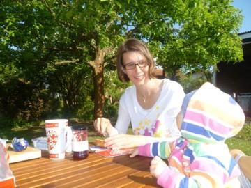 Frühstück im Garten.