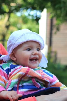 Mila freut sich ueber Pfingstmontag.