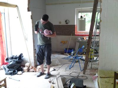 Mila mit Papa auf der Baustelle.