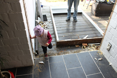 Mila als Bauaufsicht.