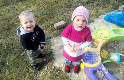 Buddeln mit Mila und Eliah.