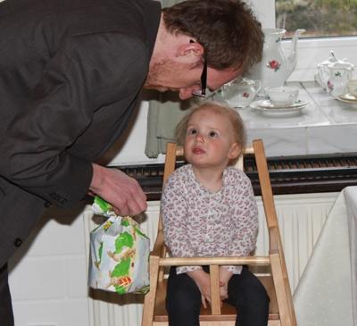 Geschenke austauschen mit Onkel Matthias.
