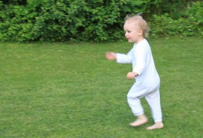 Mila sprintet im Schlafanzug