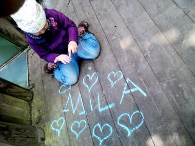 Mila auf dem Kletterturm.
