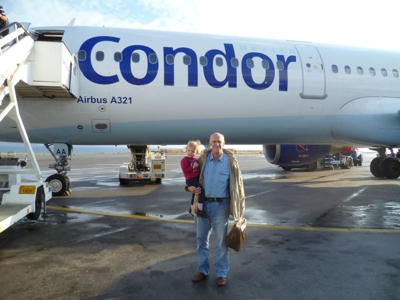 Mit Opa am Airport Iraklio.