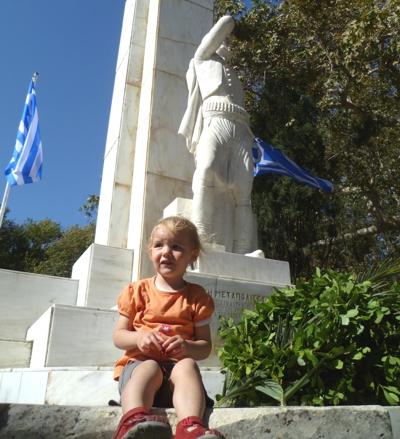 Mila steht auf Griechenland.