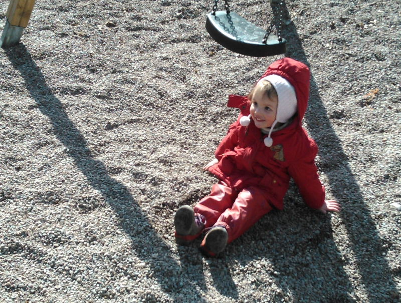 Mila auf dem Spielplatz