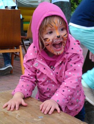 Mila nach dem Kinderschminken.