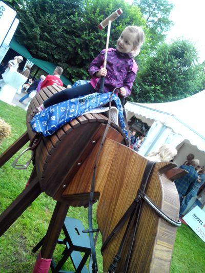 Mila spielt Polo